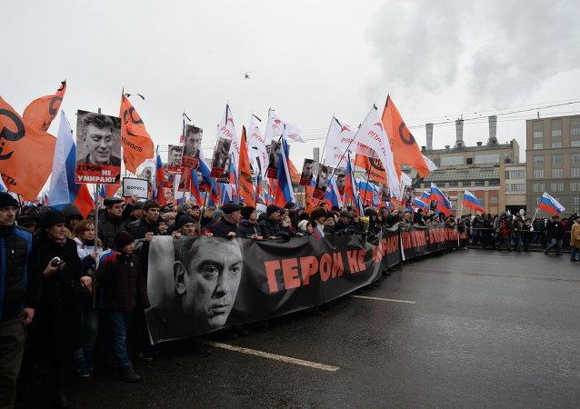 紀念鮑里斯·涅姆佐夫的遊行在莫斯科舉行