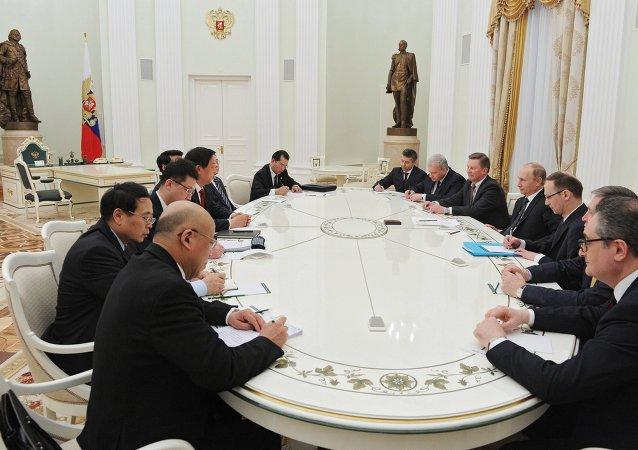 中國外交部:中共中央辦公廳主任栗戰書將於4月底訪問俄羅斯