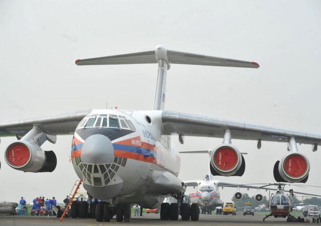 俄緊急情況部專機已將藥品和個人防護裝備運抵中國