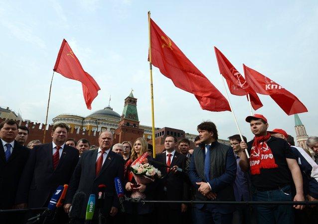 列寧生日當天俄共在列寧墓獻花