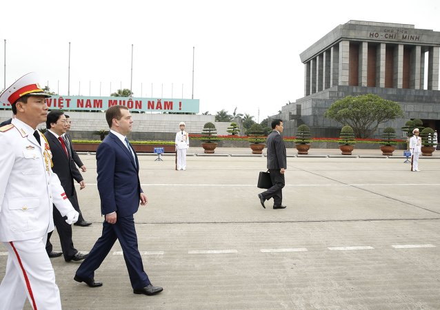 俄總理抵達越南對其進行為期兩天的正式訪問