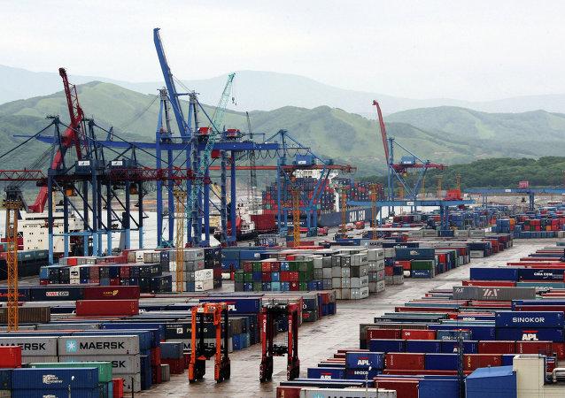 首批採用東南亞至歐洲新運輸線路的集裝箱在俄羅斯東方港通關