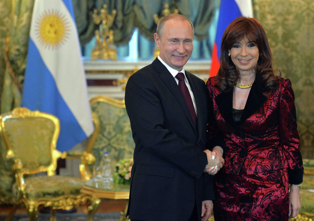 普京和基什內爾簽署關於建立俄阿全面戰略夥伴關係聲明