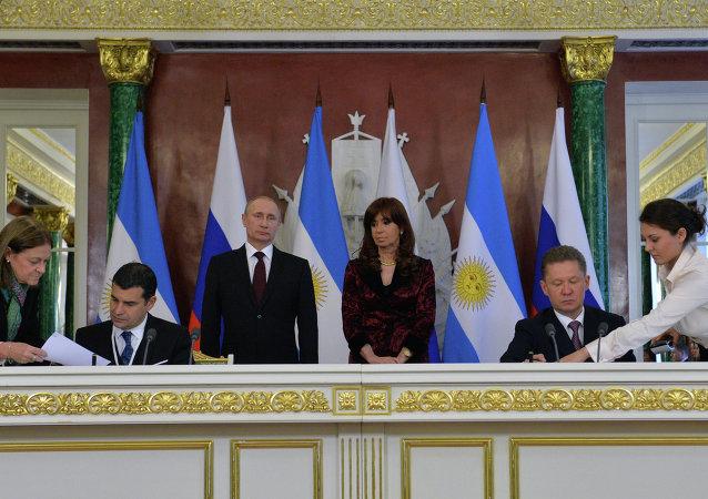 阿根廷總統訪俄期間簽署二十多項合作文件