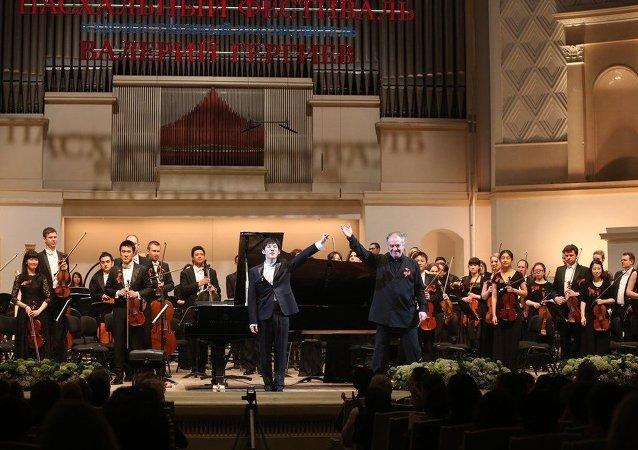 俄中青年交響樂團