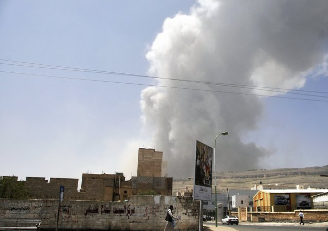 消息人士:阿拉伯聯軍空襲也門首都機場附近的胡塞武裝基地