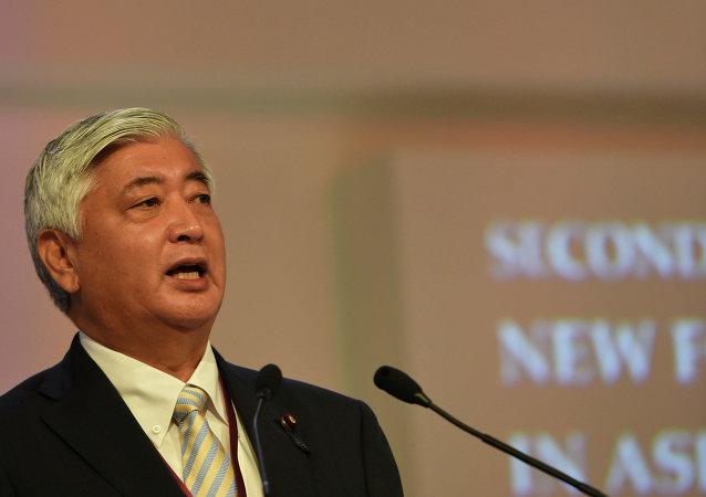 日本防衛大臣中谷元在新加坡舉行的亞洲安全論壇全體會議上發言