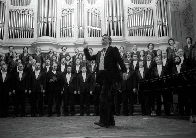 在俄羅斯「人民藝術家」亞歷山大·切爾努申科執棒下,俄羅斯聖彼得堡卡貝拉合唱團