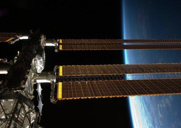 美國國家航空航天局:美國「天龍號」飛船(Dragon)載貨飛船與國際空間站成功對接