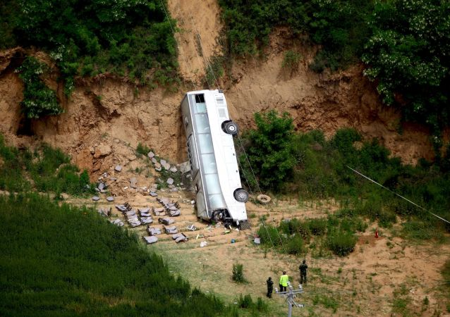 中國東北一公共汽車從橋上掉下,9人死亡,其中7人為韓國公民
