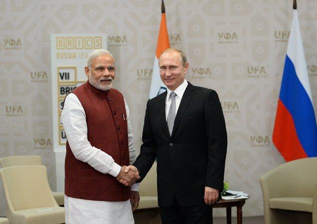 普京向印度總理承諾考慮學習瑜伽的問題