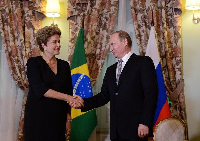 俄羅斯總統弗拉基米爾•普京和巴西總統迪爾瑪•羅塞夫