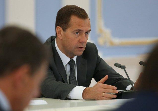 俄政府將討論有關2019年前提高最低工資的法案