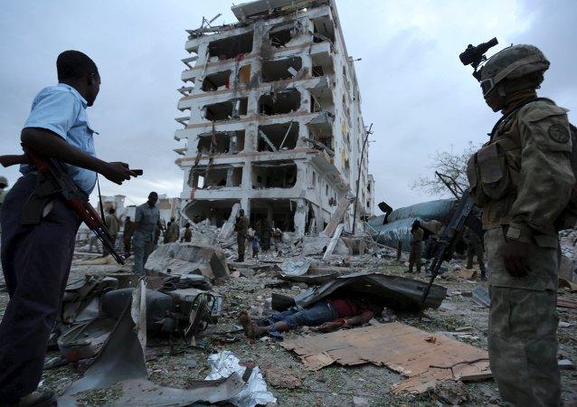 中國外交部:強烈譴責索馬里恐怖襲擊並哀悼中方遇難人員