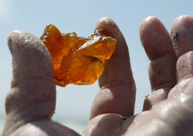 俄加里寧格勒琥珀聯合企業已收到供華首批礦石的1300萬美元付款