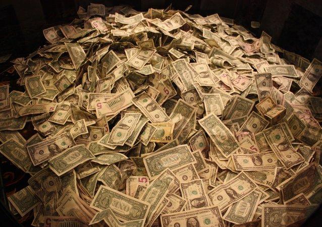 拉脫維亞查處假幣印刷廠 繳獲350萬高仿美鈔