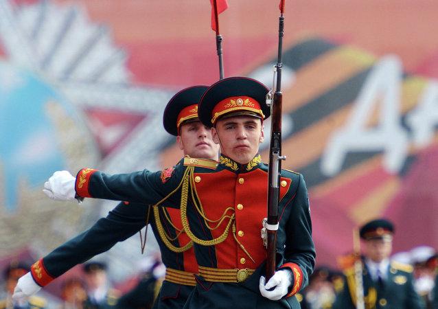 俄陸海空儀仗隊在北京閱兵式期間將壓軸出場