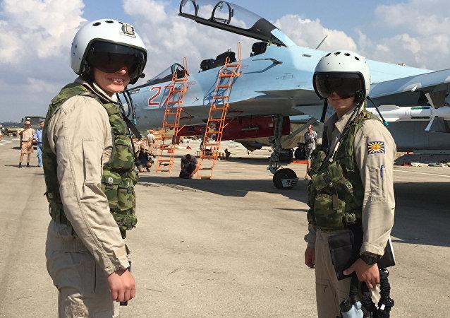 俄羅斯演員為在敘利亞的俄飛行員進行慰問演出