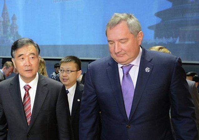 俄副總理羅戈津稱,俄中已就為加快兩國飛機和直升機聯合項目上的工作發放優惠貸款的可能性達成一致