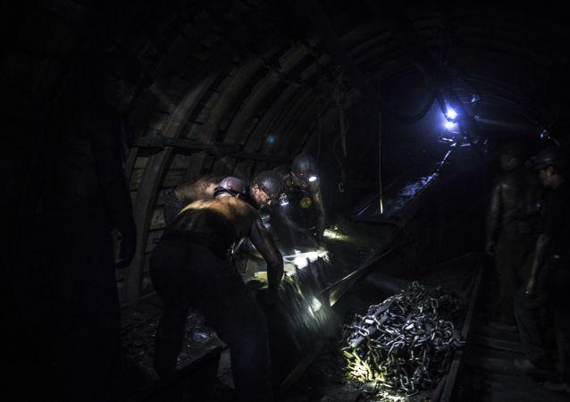 俄雅庫特行政長官下令為遭遇透水事故的礦工及其家屬提供援助