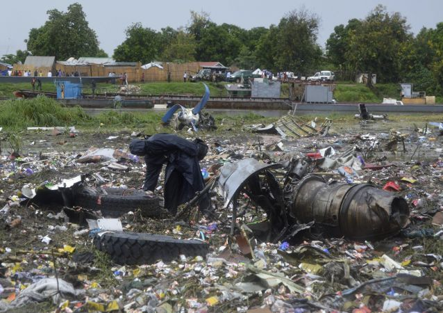 Обломки грузового самолета Ан-12 в Южном Судане