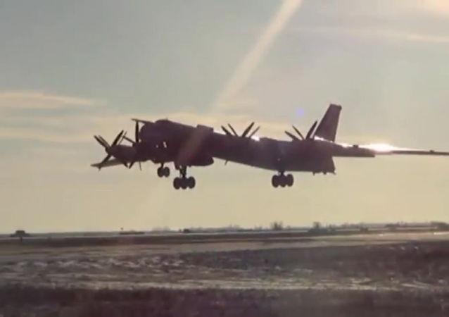 俄軍事專家:X-101導彈打擊敘武裝分子證實圖95轟炸機改型成功