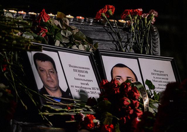 在敘利亞犧牲的陸戰隊員在其家鄉下葬