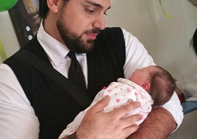 一對敘利亞父母為他們的女兒取名「俄羅斯」