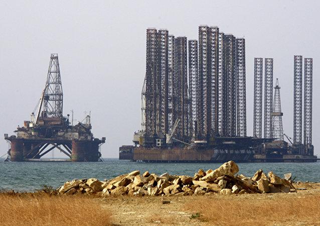 路透社:裡海石油平台著火 32人遇難