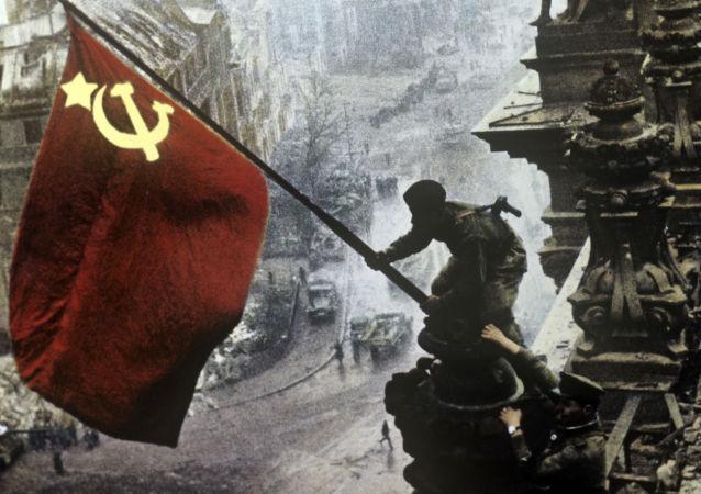 攻佔德國國會大廈的蘇聯軍人(1945年5月1日)