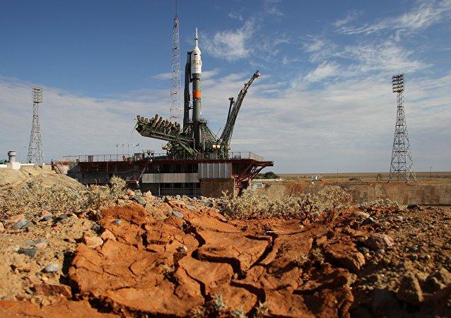 搭載俄「聯盟TMA-19M」飛船的火箭已被放置在拜科努爾發射場
