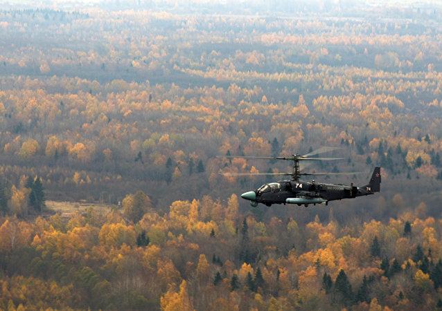 商業內幕網站把俄羅斯卡-52武裝直升機同美國阿帕奇直升機加以比較