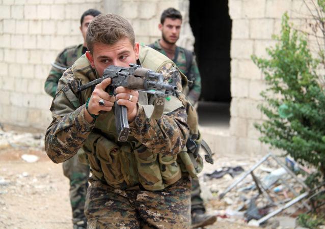 消息人士:敘利亞軍隊消滅突入阿布凱馬勒地區的」伊斯蘭國」武裝分子