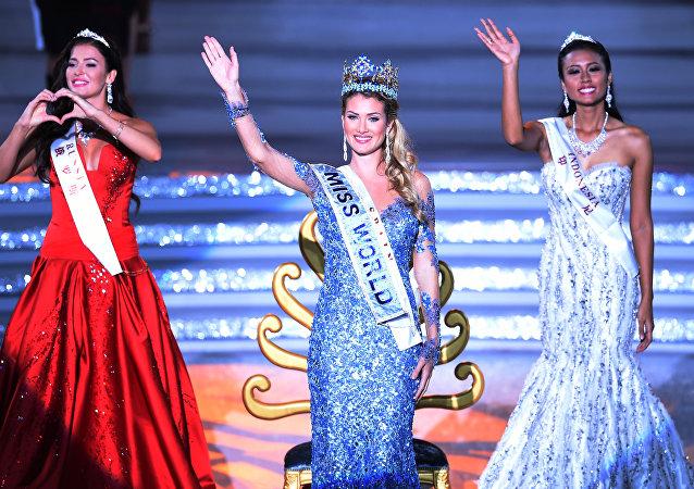 西班牙佳麗當選2015年世界小姐  俄羅斯佳麗屈居第二