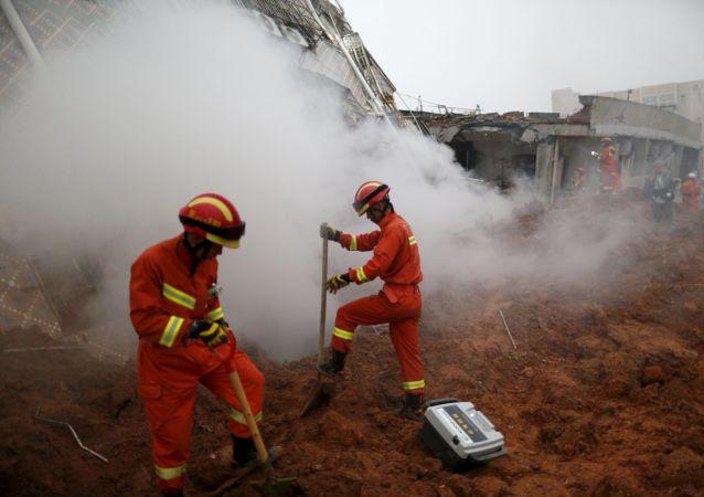 在四川山體滑坡中141人失蹤