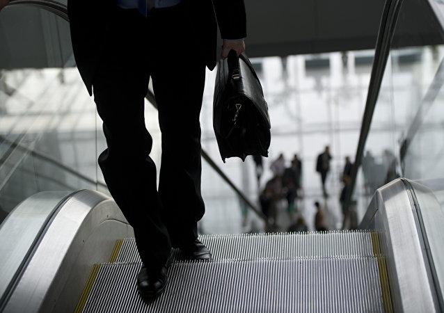 法律:禁止被解雇的俄羅斯行政長官享有「黃金降落傘」