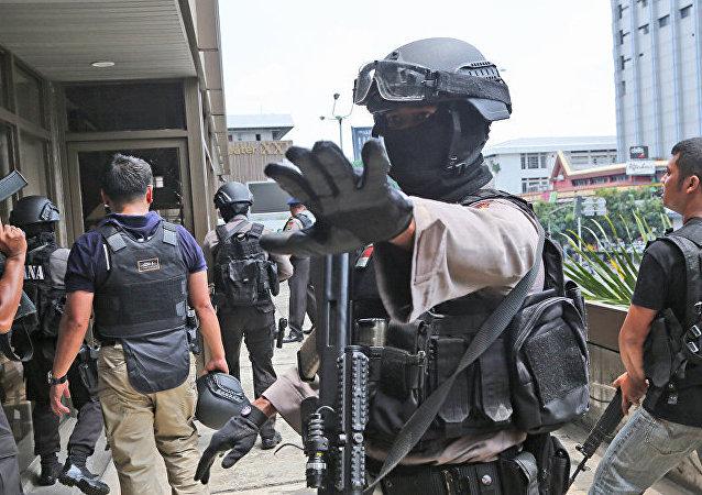印尼萬隆市政府大樓內,警方與襲擊者發生交火