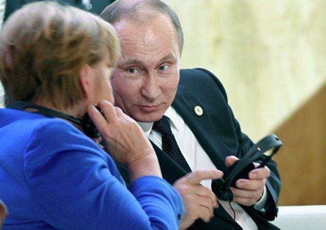 克宮:普京和默克爾討論烏克蘭憲法改革和頓巴斯選舉