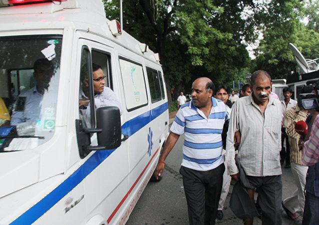 在新德里發生煤氣洩漏事件後住院女中學生人數增至200
