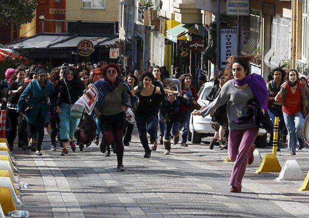 伊斯坦布爾警方暴力驅散婦女節前夕集會的女性示威者