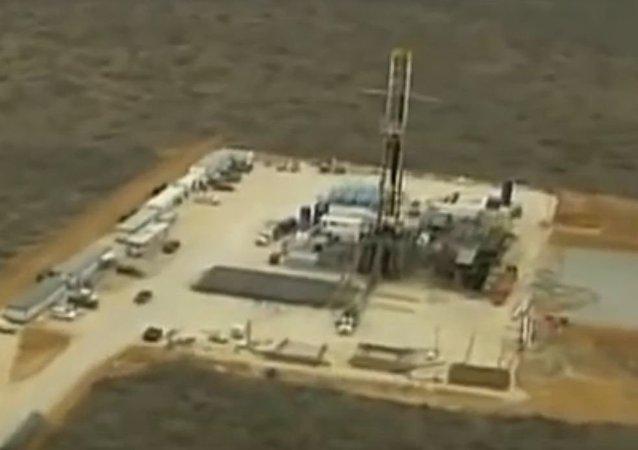 採頁岩油廠