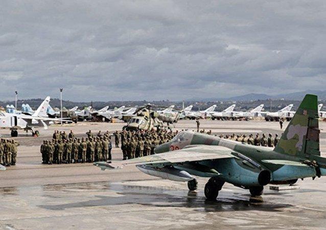 軍用運輸機將伴隨俄空軍機群從赫梅米姆空軍基地轉移