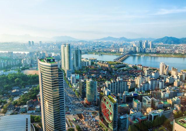 韓國攀岩運動員征服了該國最高的摩天大樓