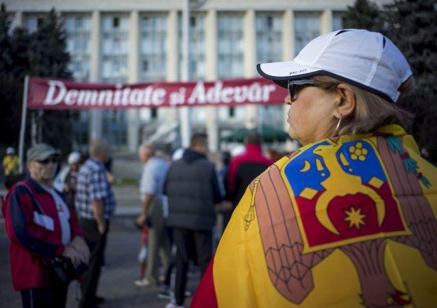 摩爾多瓦民主黨支持者在政府、內務部及總檢察院大樓前搭置帳篷抗議