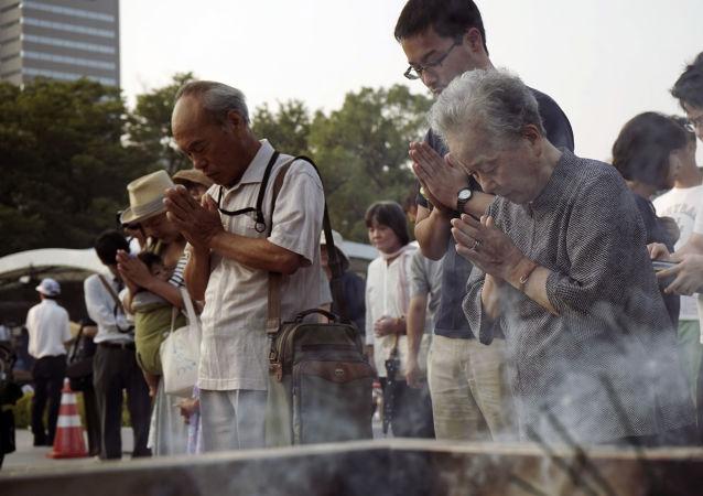 日本向原子彈轟炸廣島的死者致哀