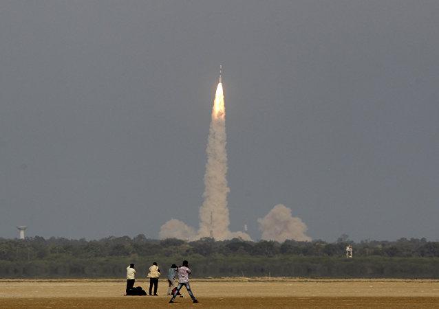 媒體:印度火箭將同時向軌道發射多顆衛星 創下新紀錄