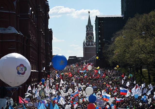 莫斯科五一大遊行匯聚10萬人