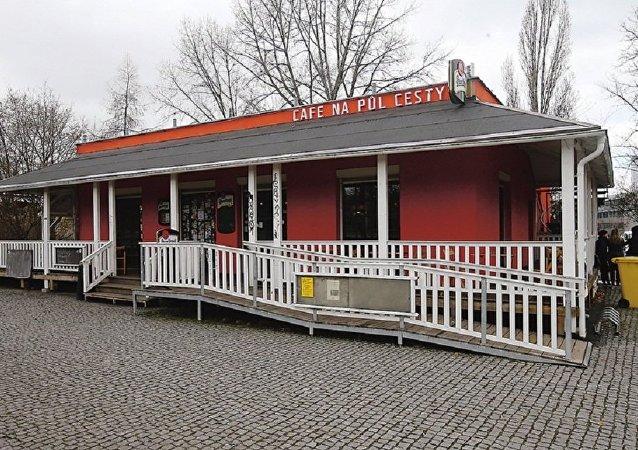 「中途」咖啡館