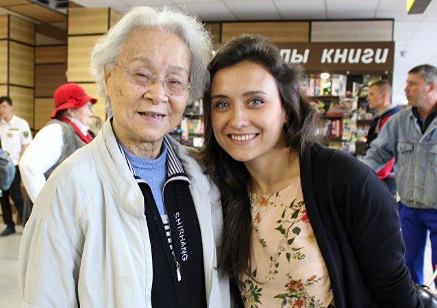 劉愛琴與他的孫女瑪爾加麗塔