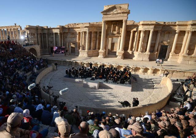 敘樂團指揮:巴爾米拉音樂會表明敘利亞人民無畏恐怖主義